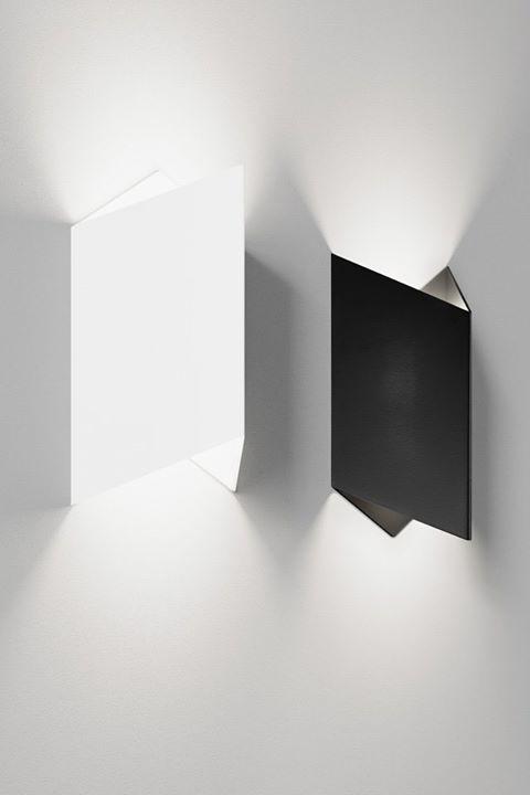 Kinkiet GRAPH w ciekawy sposób formuje rozsył światła, ...